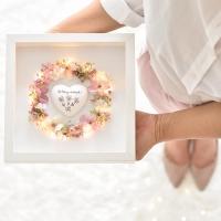 Szeretetkoszorú 3D képkeretben Boldog névnapot szívvel 23x23 cm púder