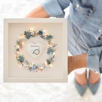 Szeretetkoszorú 3D képkeretben Keresztelődre szívvel 25x25 cm kisfiú kék