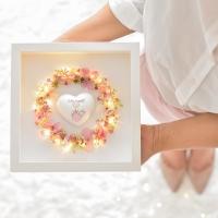 Szeretetkoszorú 3D képkeretben Isten hozott szívvel 23x23cm kislány púder