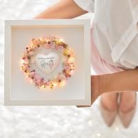 Szeretetkoszorú 3D képkeretben Boldog évfordulót szívvel 23x23cm púder