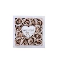 Bész rózsa fa dobozban Boldog névnapot szívvel 13x13x4 cm