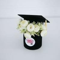 Diplomaosztó sapka ballagóknak krém boglárkával 17x14 cm