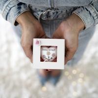 Ajándék doboz- Boldog névnapot! szívvel