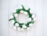 Tulipán koszorú 26cm fehér