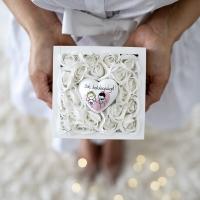 Fehér rózsás fadoboz, esküvői szívvel