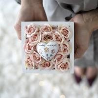 Barack rózsa fa dobozban, Boldog névnapot! szivvel