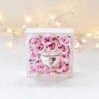 Halvány rózsaszín rózsa fa dobozban Ped.asszisztenseknek