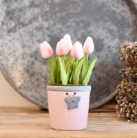 Púder színű lepkés kaspó, púder tulipánnal