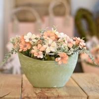 Tavaszi asztaldekoráció pasztellzöld színű kaspóban 20x20cm