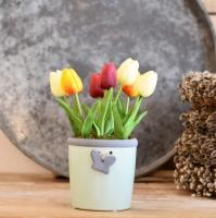 Zöld színű lepkés, kaspó, krém, bordó, narancs tulipánnal