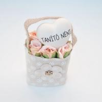 Bézs natur lenvászon kistáska barack minirózsával,szívvel Tanító néni 11x6 cm Jelenleg a terméket fehér mini rózsával tudjuk küldeni.